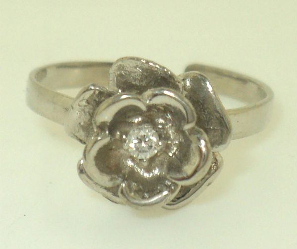 Women's Flower With Diamond Toe Ring (JC-248)