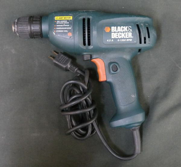 BLACK & DECKER CORDED DRILL MODEL DR220