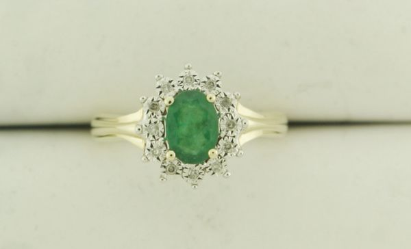 10k Oval Emerald Flower with Diamond Halo Ring