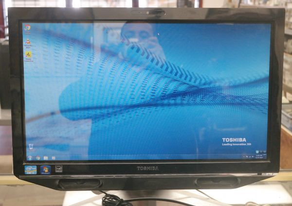 Toshiba All-In-One DX735-D3201 Core i5-2430M 2.40GHz 4GB 1TB WiFi Win 7 Home