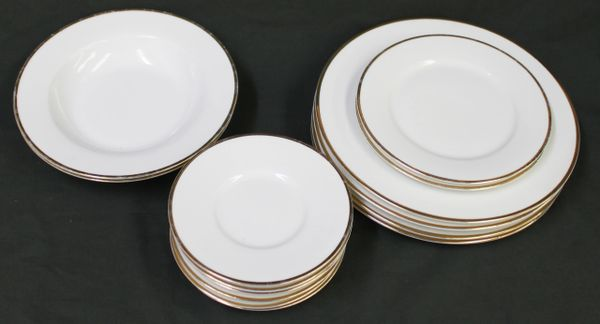 14 pc Wallace Silversmiths China GOLD PLUME Wide Band Dinner Plate Set
