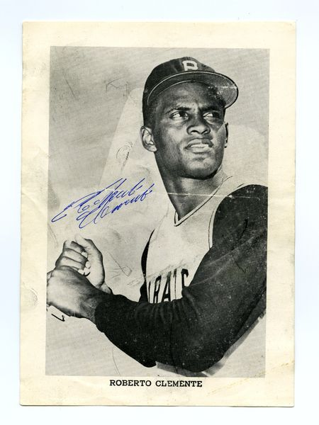 Roberto Clemente original autograph - 1960's Photo Pack photo