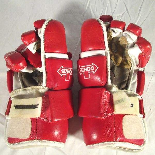 Gordie Howe NHL HOF'er, Celebrity Hockey Game, game used gloves