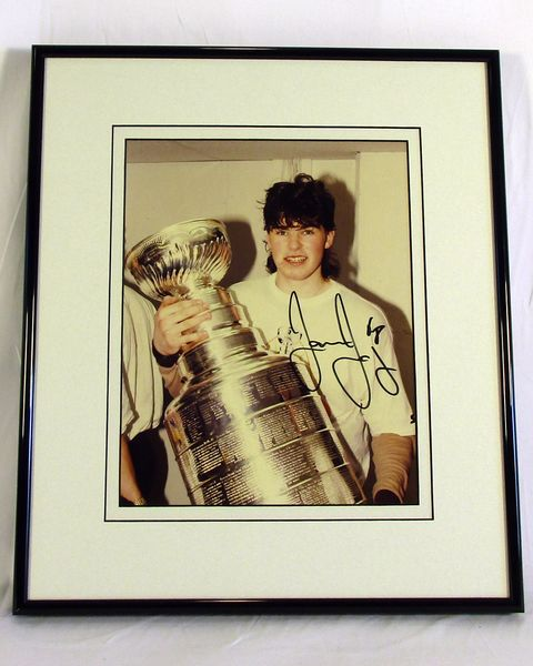Jaromir Jagr, Pittsburgh Penguins - signed 8x10 Stanley Cup photo
