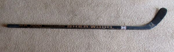 Alexander Mogilny - Buffalo Sabres - gamme used hockey stick - signed