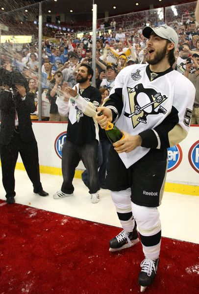 44. Kris Letang size 11x14 photo