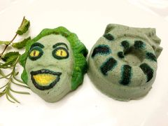Aromatherapy Beetle Juice and Snake bath bomb duo
