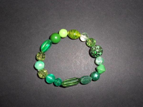 Groovy Green Stretch Bracelet