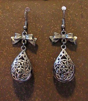 Victorian Look Gun Metal Gray Drops with Matching Bows