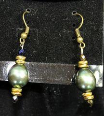 Mary Undoer of Knots, Matching Earrings