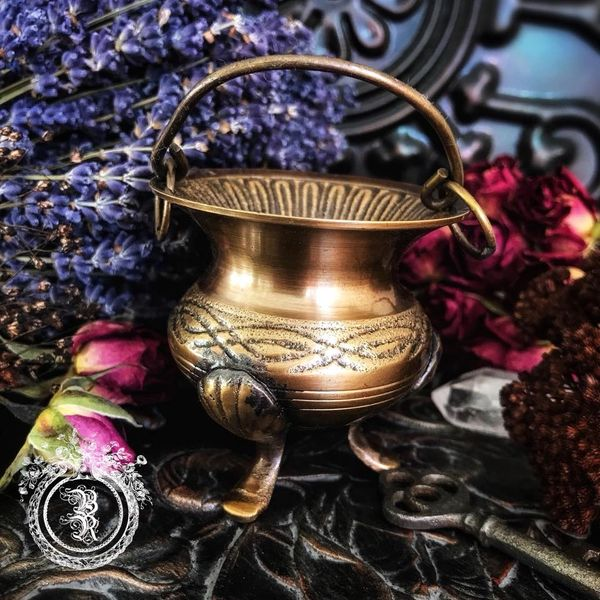 MINI ANTIQUE BRASS CAULDRON - For Herbs, Resins, Incense, Candle Magic,  Spell Work | Blackthorn and Rose - Olde World Witchery Boutique and  Botanicals