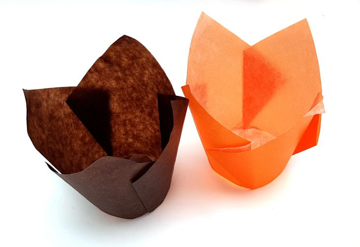 Tulip muffin baking cases in colours brown and orange