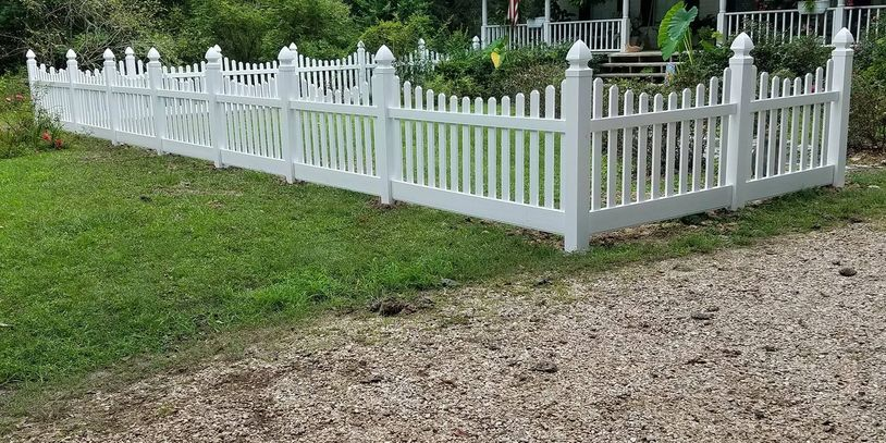 Country Estate vinyl fence.