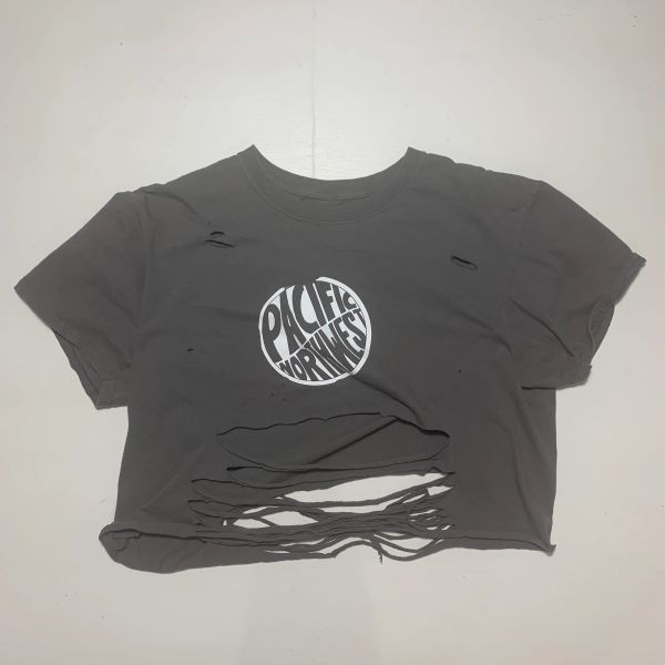 Cropped super distressed T-shirt-large