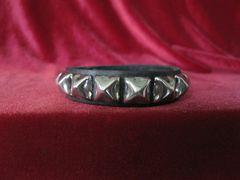Wristband 10 Single Row Pyramid Wristband