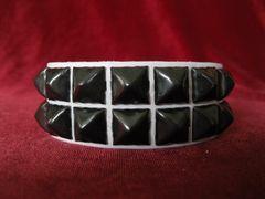 Wristband 7WBlack Two Rows of Black Pyramids On White Leather