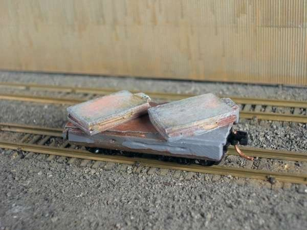 N Scale 20' Mill Car w/ 2 Small Slabs