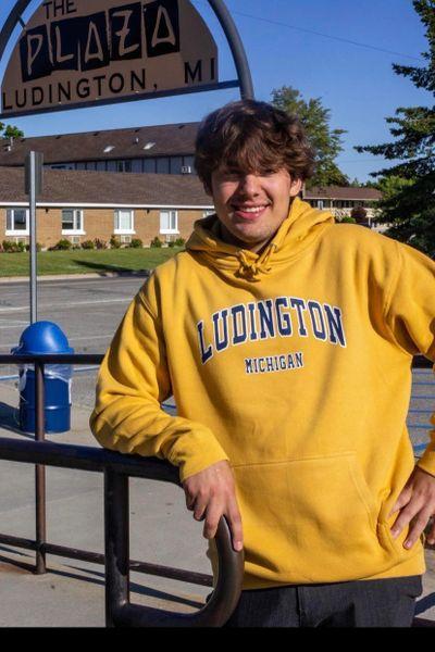 Unisex Pullover Hoodie Ludington (Mustard)