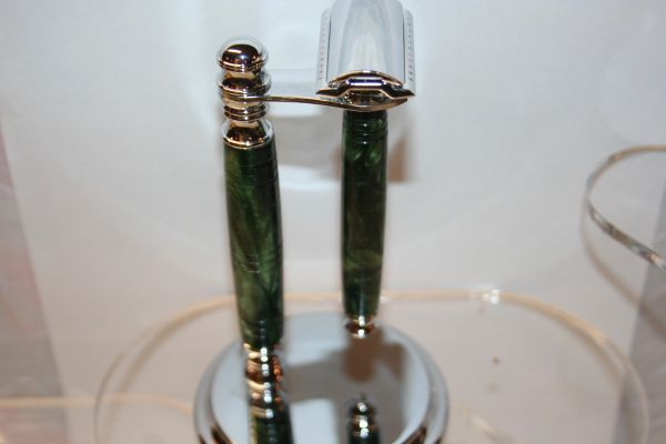 Handcrafted Chrome Safety Razor Handle in Olive Green Acrylic with Matching Olive Green Deluxe Chrome Razor Stand
