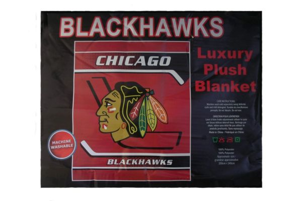 """CHICAGO BLACKHAWKS NHL HOCKEY LOGO LUXURY PLUSH BLANKET .. SIZE : 76"""" X 92"""" INCHES .. LICENSED .. NEW"""