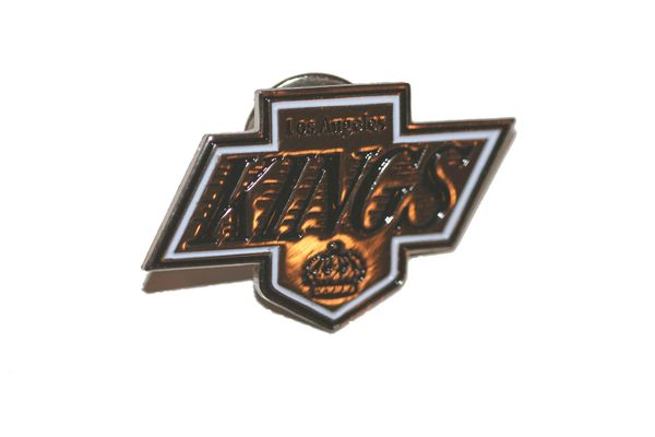 LOS ANGELES KINGS NHL LOGO METAL LAPEL PIN BADGE .. NEW AND IN A PACKAGE