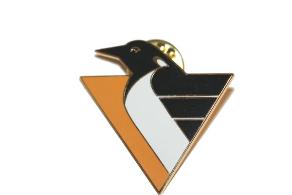 PITTSBURGH PENGUINS NHL LOGO METAL LAPEL PIN BADGE .. NEW AND IN A PACKAGE