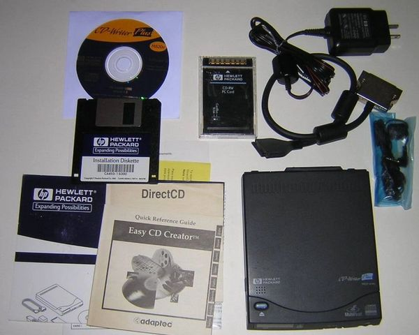 HP CD-Writer Plus External M820e CD-RW Drive Kit with Software