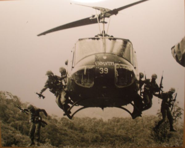 Bell UH-1 Iroquois (Huey) Photo, Vietnam PHO-0115