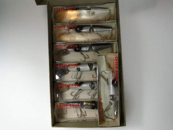 Creek Chub 2644 Deep Diver WHITEFISH DEALER BOX with 7 NEW OLD STOCK LURES