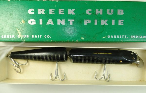 Creek Chub Glass Eye Giant Jointed Pikie Minnow In Black Scale MODEL 833 EX in Box!