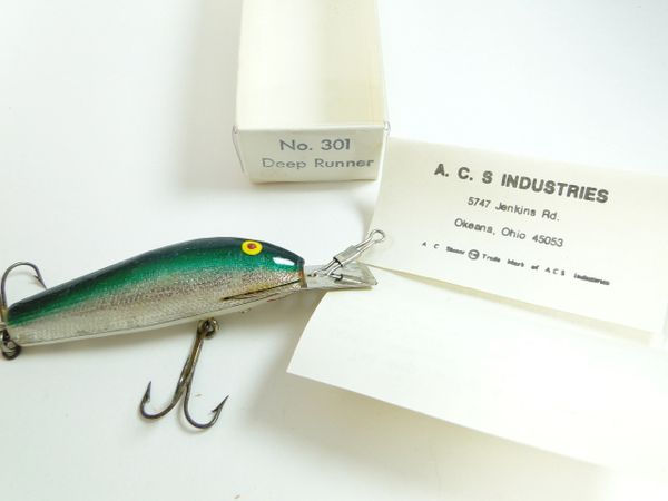 """AC SHINER model No.301 Cedar Deep Diver Wood Fishing Lure Earlier Model """"More than 10 years"""" VG in Box with papers."""