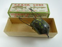 Creek Chub Weed Bug in Frog finish EX in the correct Box stamped 2819