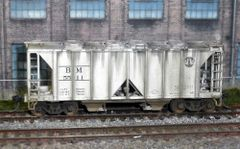 KATO WEATHERED BOSTON & MAINE #5511 AC&F 70t COVERED HOPPER