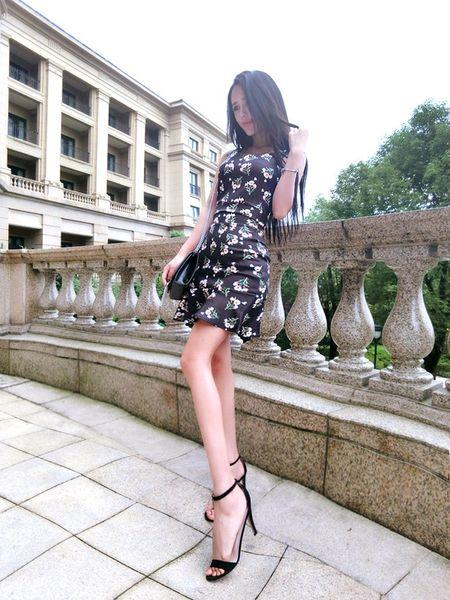 Summer Fresh V-Neck Ruffle Hem Floral Women Suit