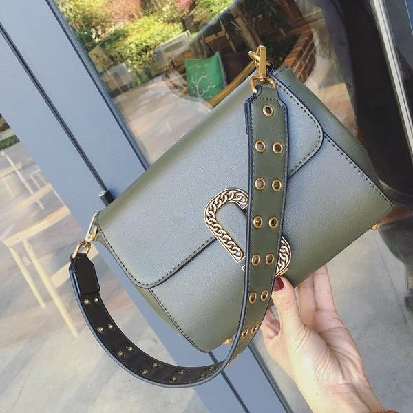 Stylish Hollow Out Hasp Shoulder Bag