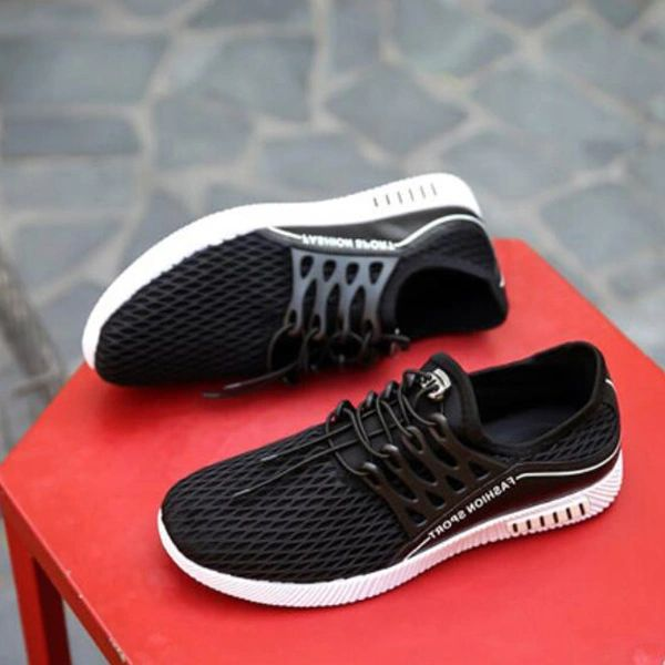 Trendy Solid Gauze Lace Up Men Sneakers