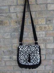 Trim Around Cross Body Handbag pattern