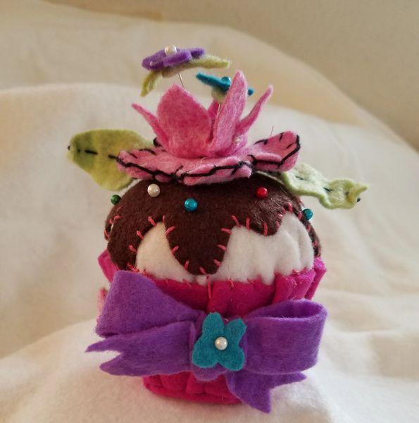 #237 Kit Crowned Flower cupcake pincushion