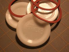 Item 28] 100 BULK WIDE E-Z SEAL LIDS & 100 RINGS ***FREE SHIPPING WITHIN THE CONTIGUOUS USA***