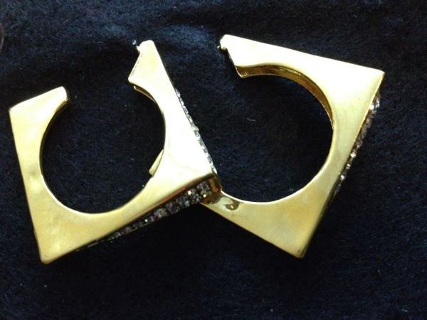 Earrings Gold Tone