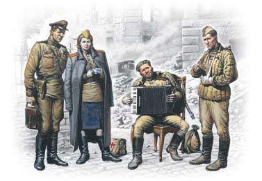1/35 Soviet Military Men at Rest 1945 (3 & Woman) - ICM 35541