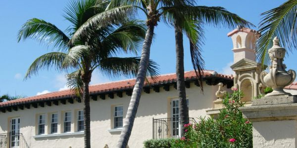 Palm Beach homes with romantic gardens, the Palm Beach lifestyle, homes for sale
