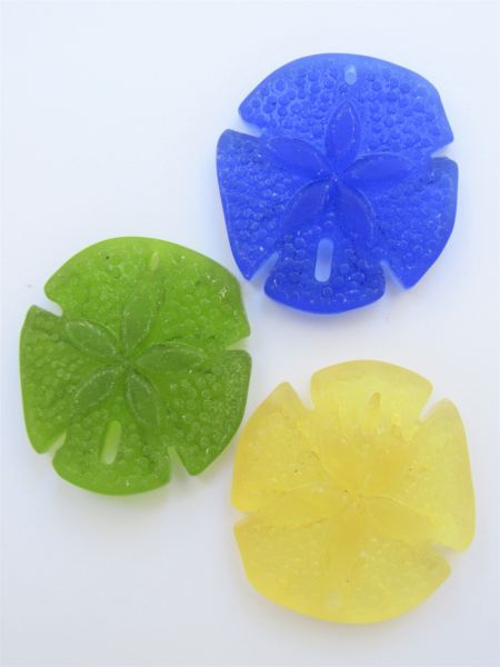 Bead Supply Sand Dollar PENDANTS 40x36mm Assorted Blue Green Yellow Cultured Sea Glass 3 pc necklace pendant for making jewelry