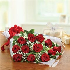 DOZEN ROSE PRESENTATION BOUQUET - ann05