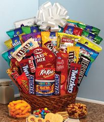 Super Sweet Snack Gift Basket - can06