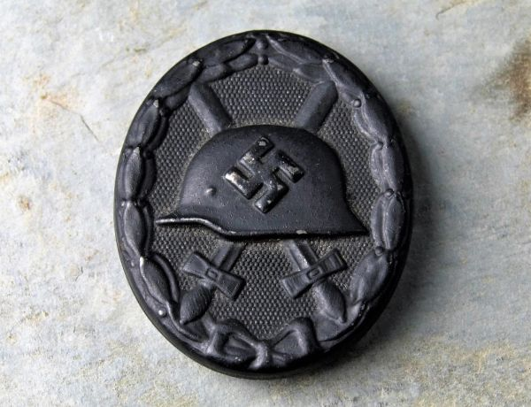 NEAR MINT GERMAN WWII WOUND BADGE IN BLACK **SOLD**