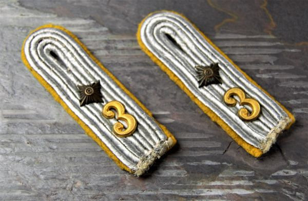 German WWII Signals Shoulder Boards With Insignia