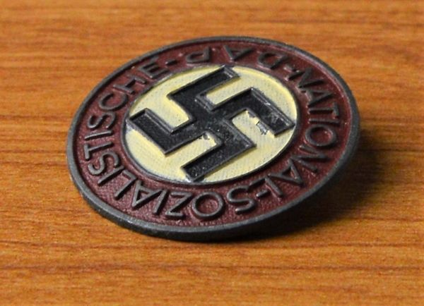 Painted NSDAP Party Member Badge RZM M1/103 (Carl Poellath,Schrobenhausen).