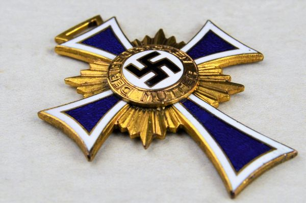 Ehrenkreuz der Deutschen Mutter (Cross of Honor of the German Mother).1st Class in Gold
