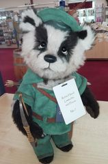 NEW 2019! Charlie Bears ROBIN HOOD Racoon 33cm (Limited to 300 Worldwide)